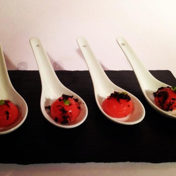 Esferas de Bloody Mary con Trufa Negra.